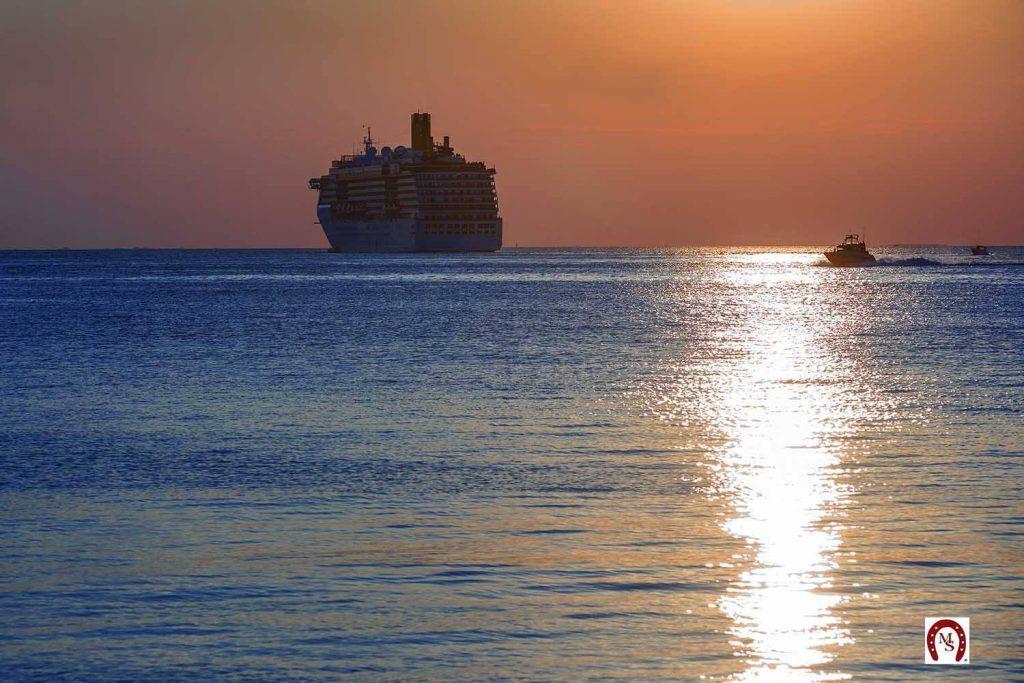Costa Mediterranea lascia il Golfo di Trieste ph Marino Sterle