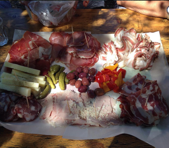 formaggi, salumi, olive, uova e sottaceti di produzione propria by @atteloivd